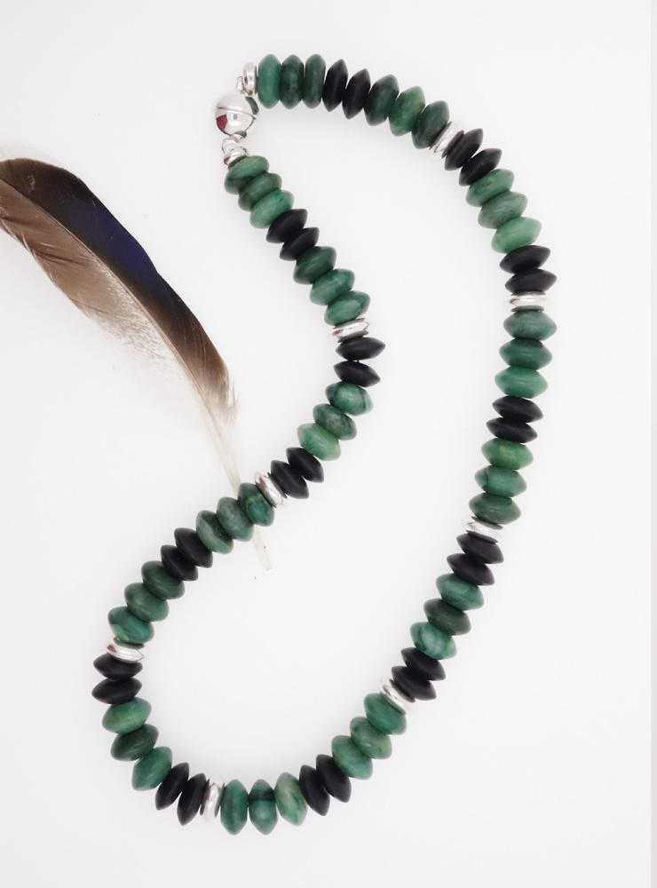 Halskette aus Prasem, schwarzem Onyx und Silber