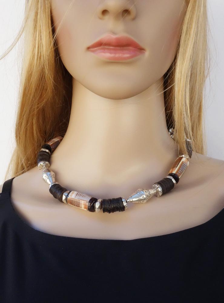 Halskette aus Kokosnussschale, Muschel-Horn und  Silber