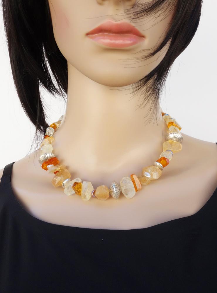 Unikat-Halskette aus facettiertem Citrin, Bernstein, Keshiperle und handgemachten Silberelementen