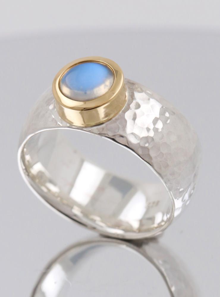 King Arthur: handgemachter Ring aus 925er Silber, 750er Gold und Mondstein