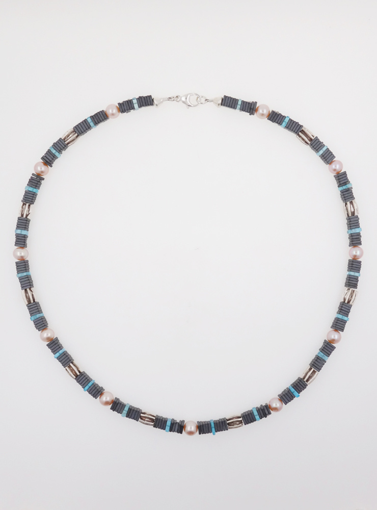Halskette aus Hämatit, Apatit, Perle und Silber