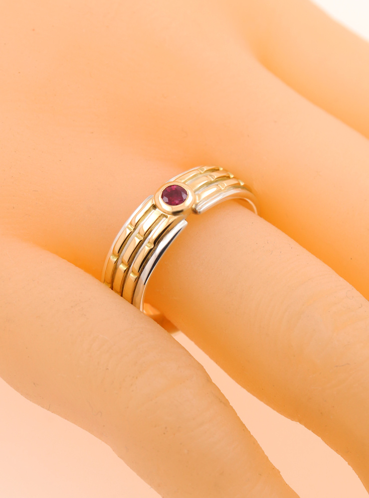 Empire: Bicolor Ring aus 750er Gelbgold, 750er Weißgold und Rubin