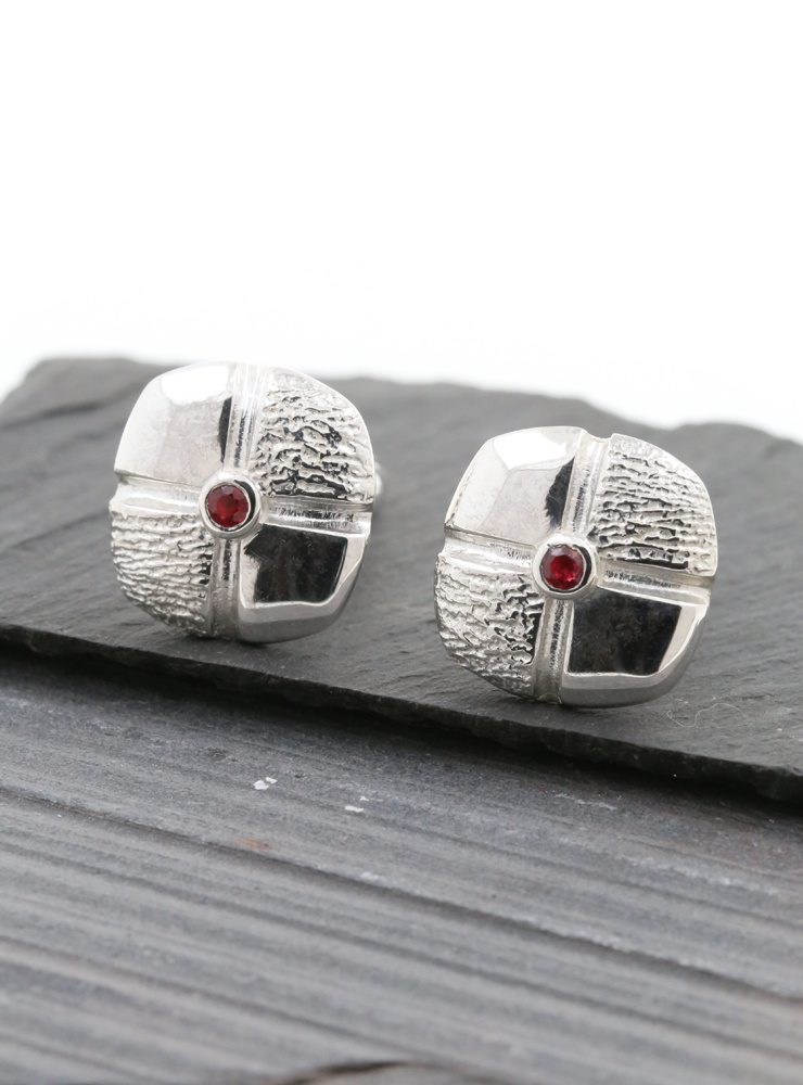 Square Dance: Manschettenknöpfe aus 925er Silber und Rubin