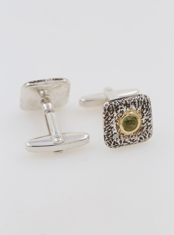 Quadrat: Manschettenknöpfe aus 925er Silber, 750er Gelbgold und Peridot