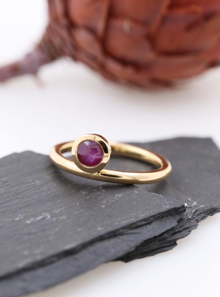 Ringlein 2: Ring aus 750er Gelbgold und Sternrubin