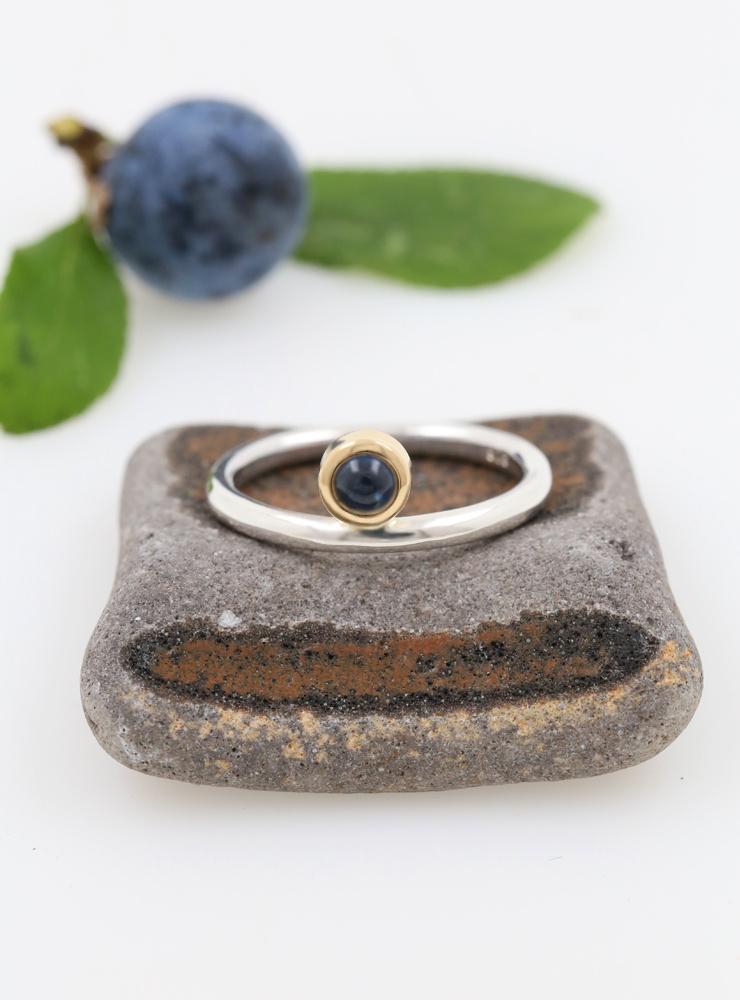 Ringlein 2: Ring aus 925er Silber, 750er Gold und Saphir