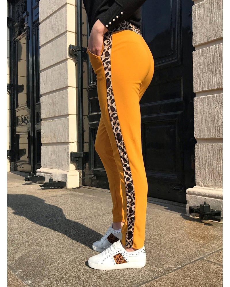 Perfect Leopard Striped Jogging- Oker