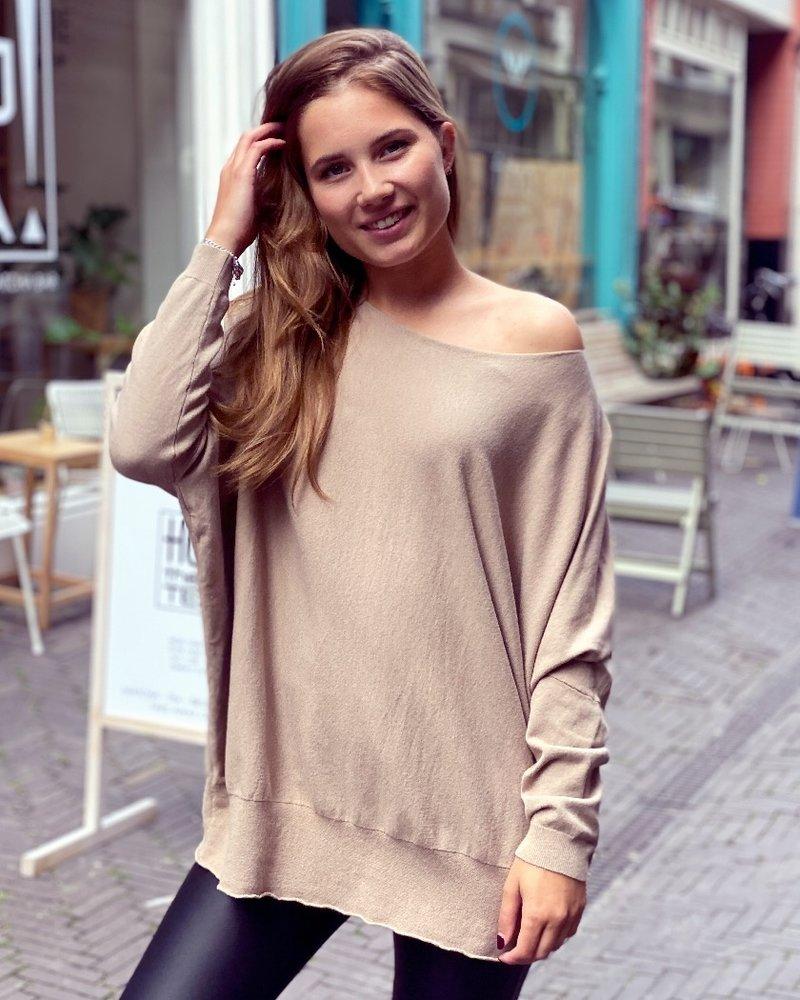 Oversized Butterfly Sweater - Camel