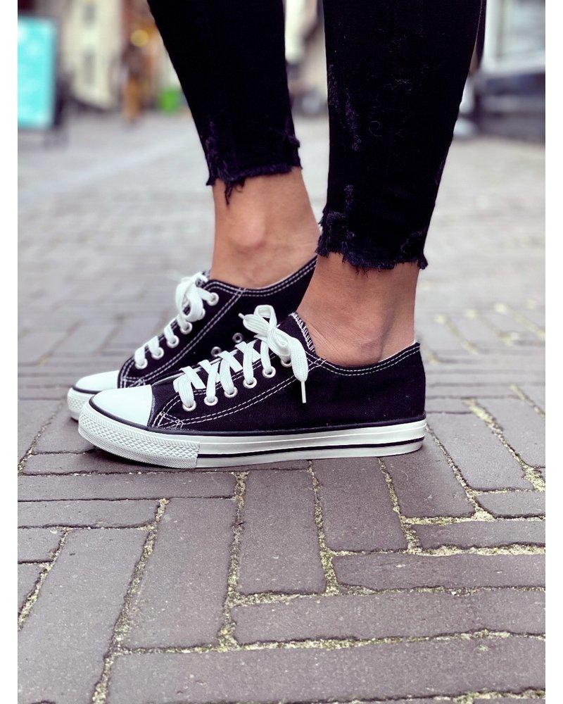 Perfect Black Sneaker