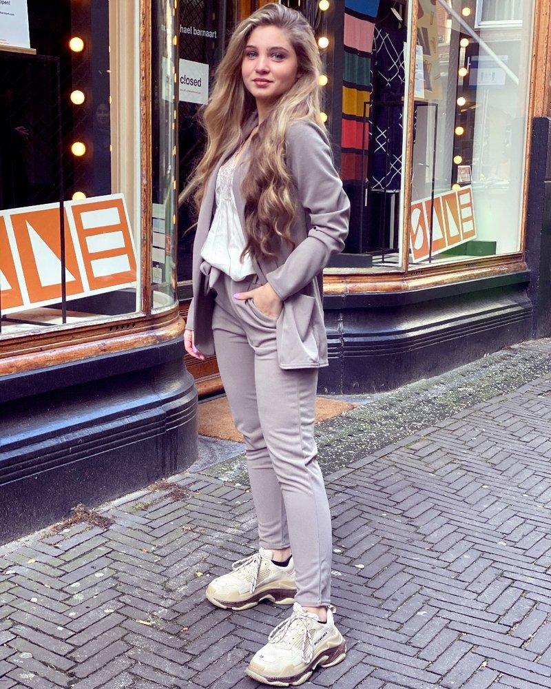 Sara Suit - Taupe