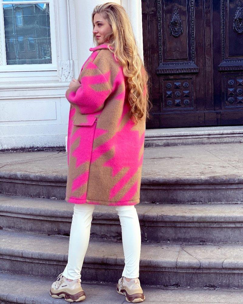 Feline Houndstooth Coat - Fuchsia Camel