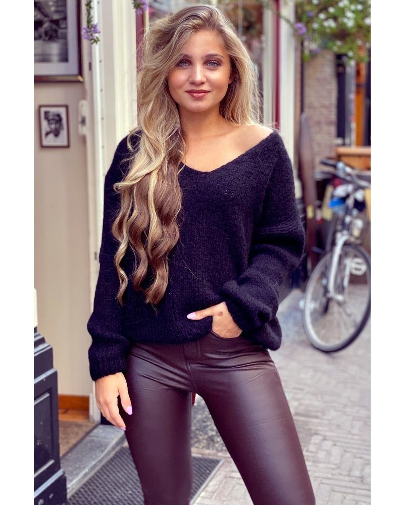 Cozy Knitted Sweater - Black