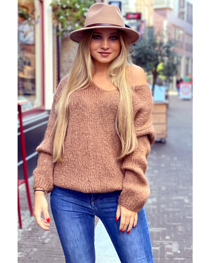 Cozy Knitted Sweater - Camel