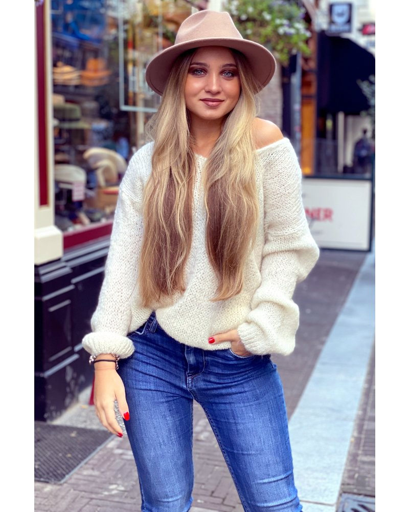 Cozy Knitted Sweater - Off White