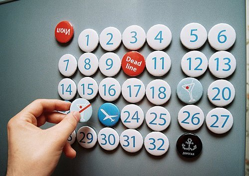 Calendar with magnet buttons