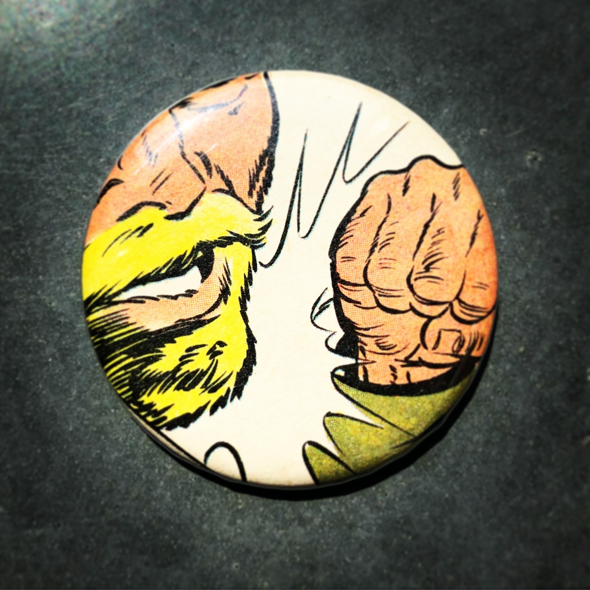 Knock out magnet button vintage comic