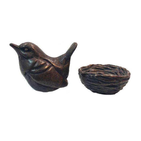 Wren on nest with eggs 39