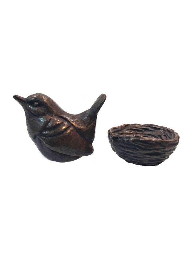 Wren auf Nest mit Eiern