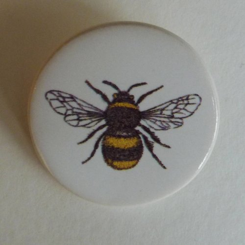 Stockwell Ceramics Round Bee brooch