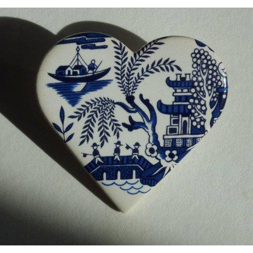 Stockwell Ceramics Heart Willow pattern bridge brooch