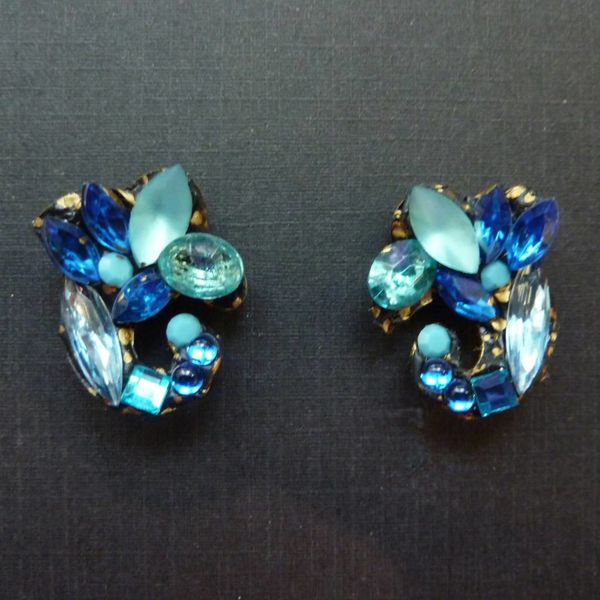 Vintage Blue Stud crystal  earrings