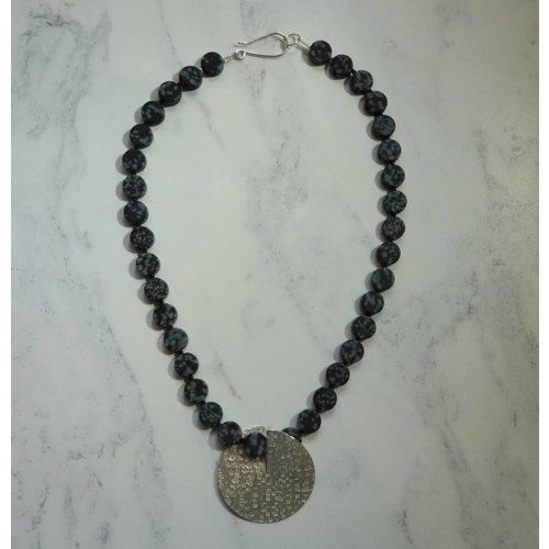 Angela Learoyd Silber und Schneeflocke Obsidian Flip Halskette