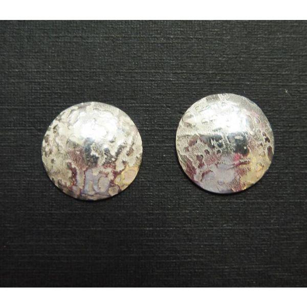 Kleine Ohrstecker mit Silberkuppel