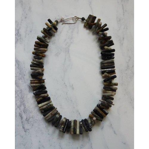 Angela Learoyd Spiky Cylinder Picasso Jasper y collar de plata