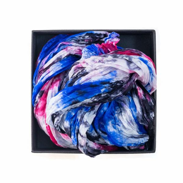 Bufanda de seda con forma de arándano azul en caja