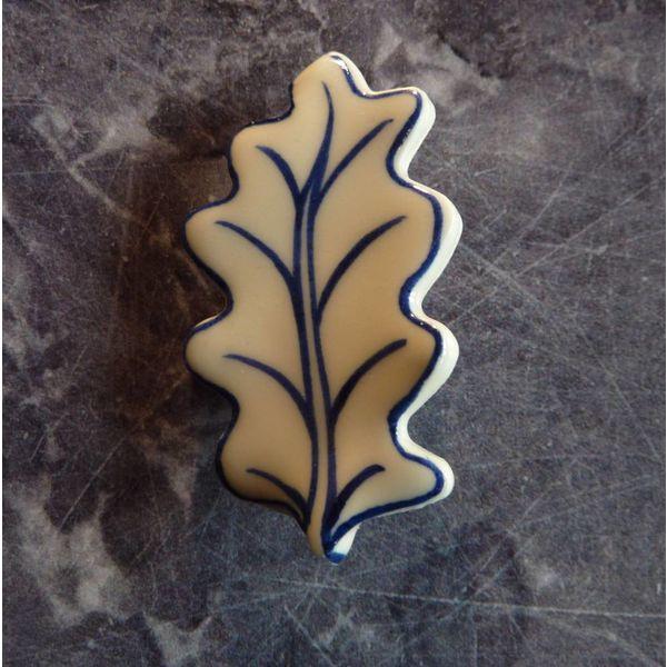Broche de cerámica de hoja de roble 010