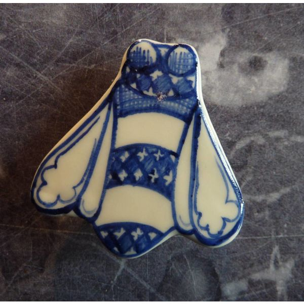 Bee ceramic brooch 027