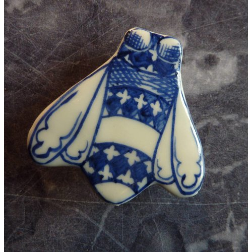 Pretender To The Throne Bee ceramic brooch 028