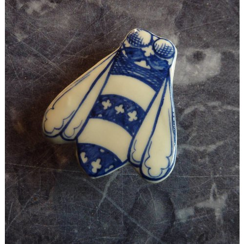 Pretender To The Throne Bee ceramic brooch 029