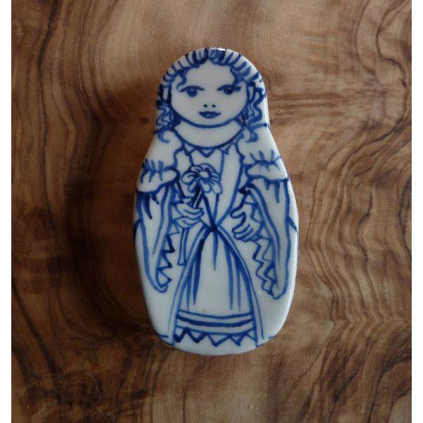 Flor de broche de cerámica muñeca de traje