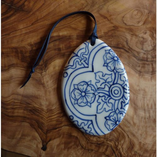 Pretender To The Throne Decoración de cerámica oval Med. 060