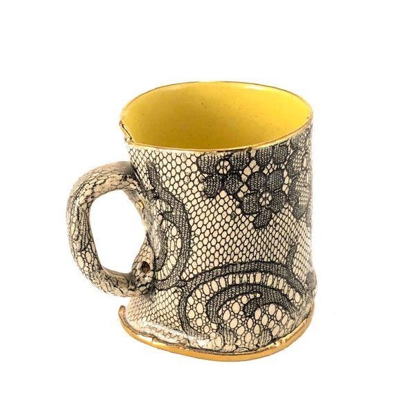 Taza de Lustre amarilla de encaje