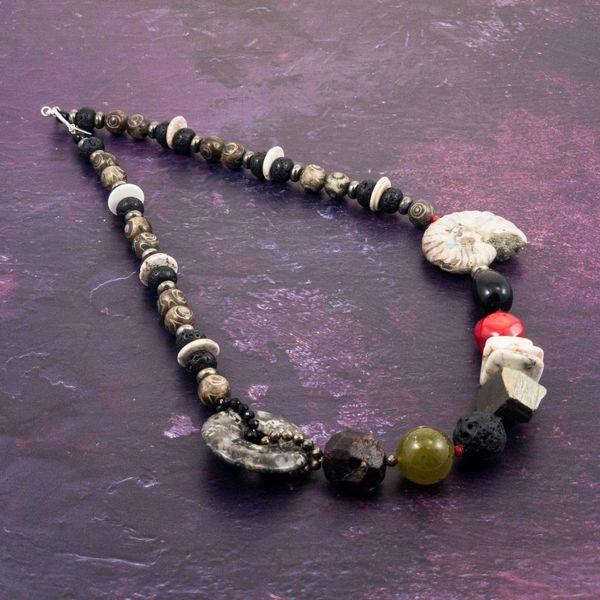 Mineralgesteine und Ammonitenhalskette