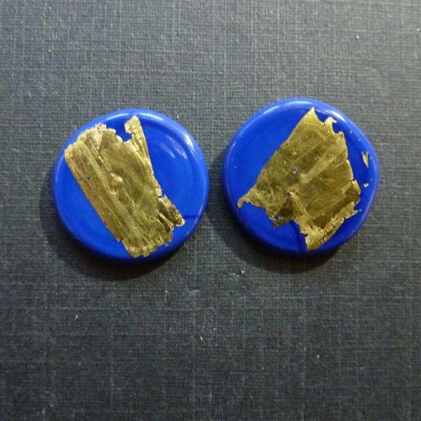 Pendiente redondo de oro dk. azul