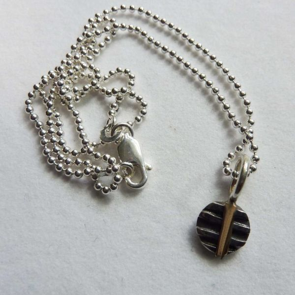 Round oxide silver & 14 ct gold pendant