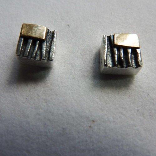 Adele Taylor Pernos cuadrados de óxido de plata y oro de 14 ct 3