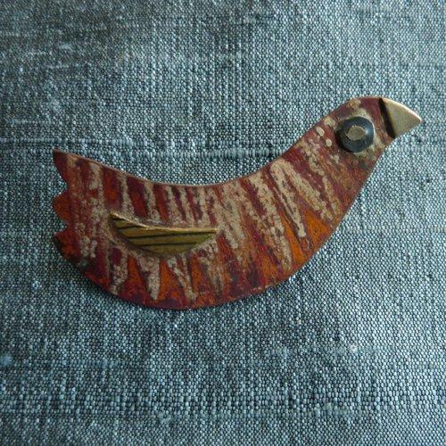 Jill Stewart Broche de pájaro rojo de cobre, latón, titanio y pico de plata