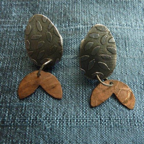 Jill Stewart Pendientes grabados en plata y cobre