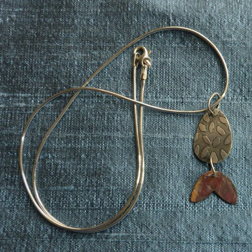 Jill Stewart Disc leaves etched silver & red copper necklace