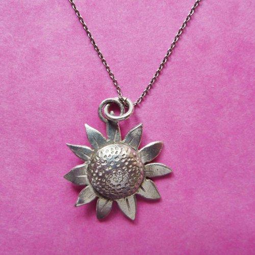 Xuella Arnold Sunflower silver necklace 01