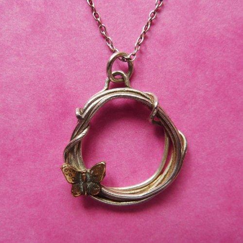 Xuella Arnold Collar mariposa en círculo plata y bronce 03