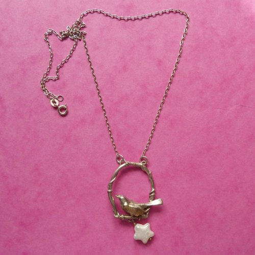 Xuella Arnold Bronce pájaro en columpio de plata con collar de estrellas de oro y perlas