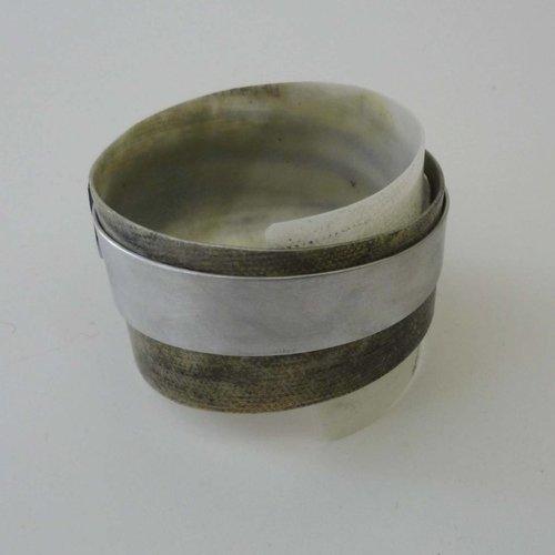 Anna Roebuck Bangle adjustable  recylced Black and White - aluminium 02
