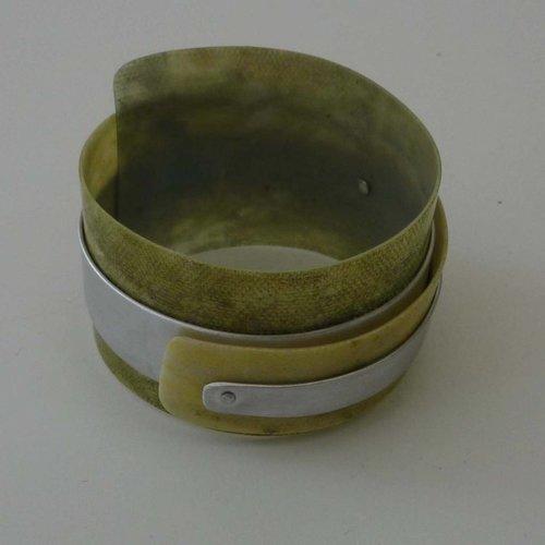 Anna Roebuck Bangle adjustable  recylced Olive - aluminium 03