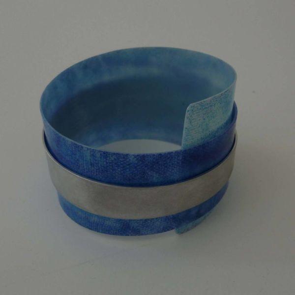 Brazalete de puño recylced plástico y aluminio