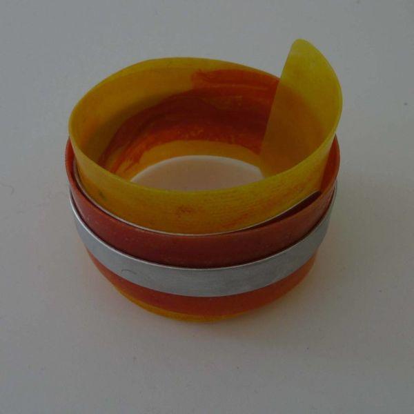 Armreif aus recyceltem Kunststoff und Aluminium verstellbar